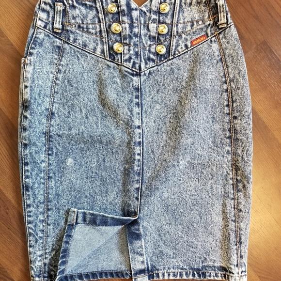 Jordache Dresses & Skirts - Jordache Gold vintage denim skirt